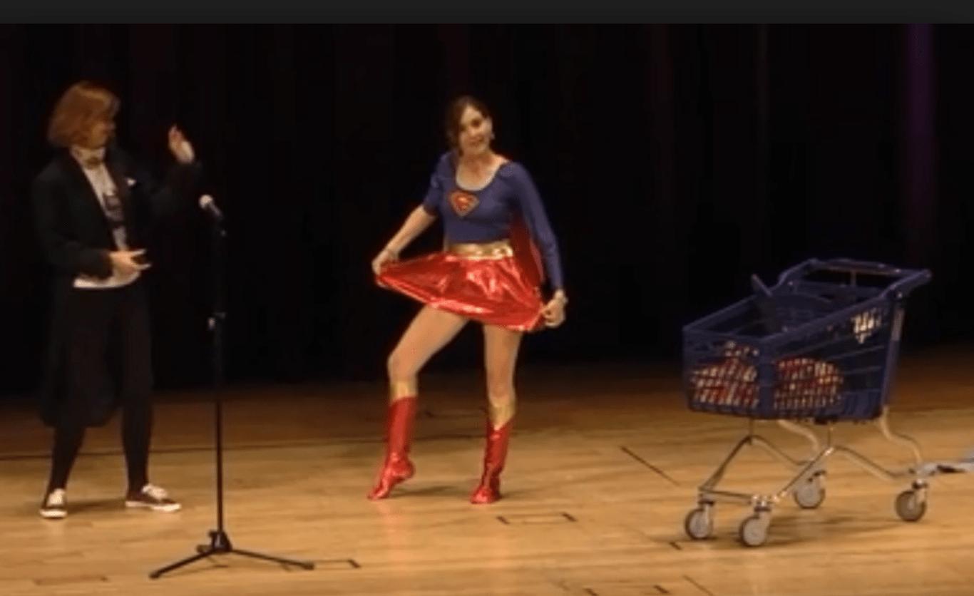 Sí, la que va vestida de superwoman soy yo para explicarles a ustedes lo del  jamón de york.